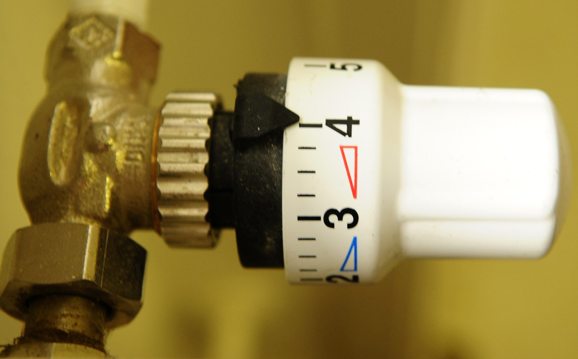 Thermostatic head